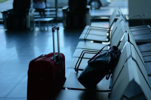 f827458067d76 Ryanair przesunął termin wejścia w życie nowych zasad przewozu bagażu.  Chodzi między innymi o liczbę bagaży, jakie pasażer będzie mógł zabrać na  pokład ...