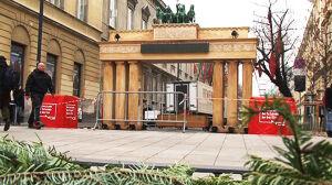 Brama Brandenburska już stoi