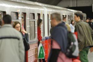 Metro jeździ rzadziej. Zmiany w rozkładach jazdy