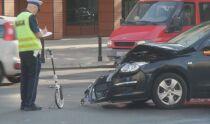 Wypadek w alei Niepodległości. Jedna osoba ranna