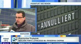 Przemysław Przybylski, rzecznik prasowy portu im. Fryderyka Chopina o opóźnionych i odwołanych samolotach (TVN24)